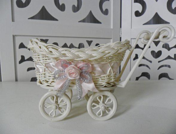Locação de Carrinho de Bebê Com Cesto Fita Rosa