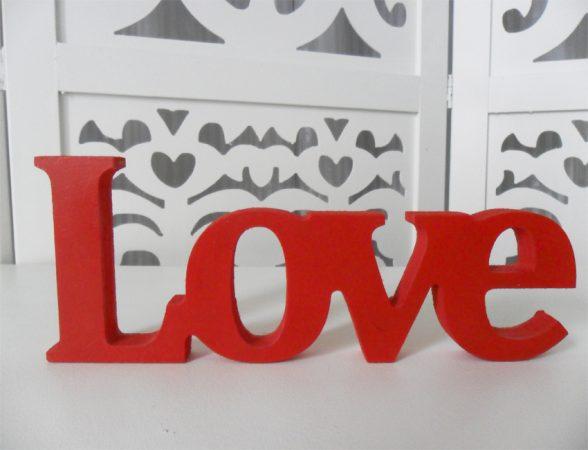 Locação de Letreiro Love Vermelho de Mesa