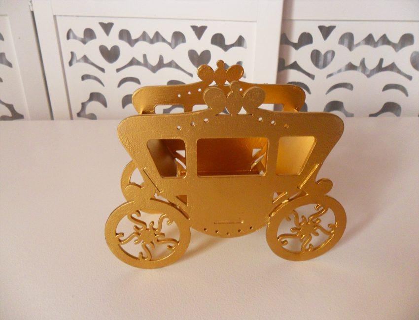 Locação de Carruagem Cachepô Dourada de Mesa em Provençal