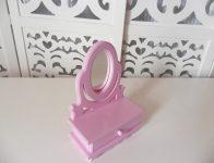 Locação de Mini Penteadeira Rosa Com Vidro e Gaveta de Mesa em Provençal