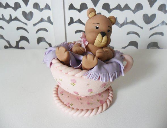 Locação de Xícara Rosa Com Ursinha de Biscuit