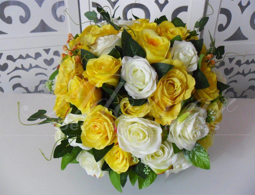 Locação de Arranjo de Flores Amarelo e Branco