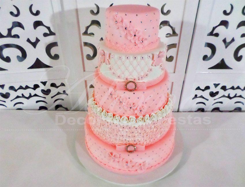 locacao de bolo cenográfico rosa e branco para festas e eventos
