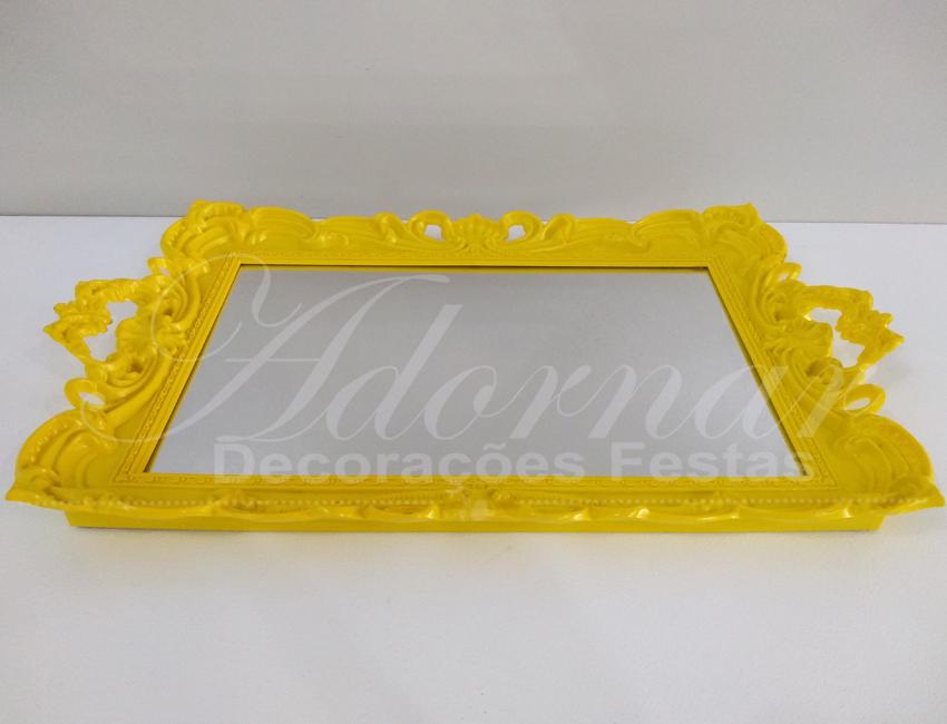 Aluguel de Bandeja Espelhada Moldurada em Amarelo Para Doces