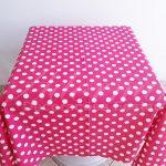 Locação de Toalha em Rosa Pink Com Bolinhas Brancas Para Mesa Quadrada
