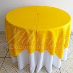 Locação de Toalha Branca Com Cobre Mancha Amarelo Para Mesa Redonda