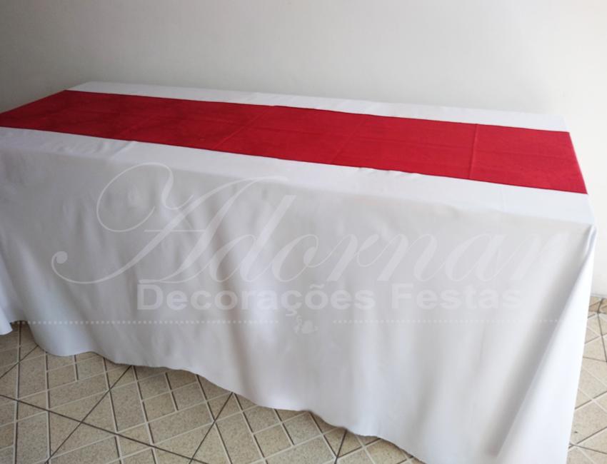 Locação de Toalha Pranchão Branca Com Cobre Mancha Caminho Vermelho