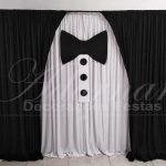 aluguel d epainel de cortinas terno e gravata smoking para decoração casamento igreja