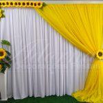 aluguel painel de cortinas amarelo e branco de girassol