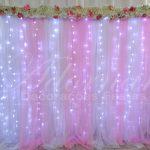 aluguel de painel de cortinas rosa e branco com led