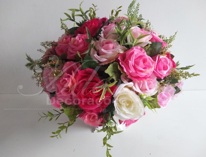 Locação de Arranjo de Flores Rosa Claro Médio