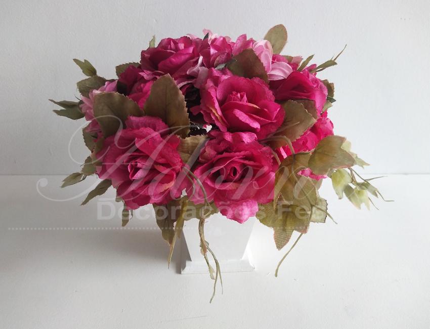 Locação de Arranjo de Flores Rosa Escuro Pequeno